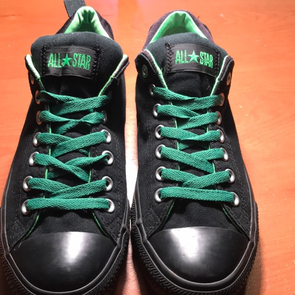 Men's size 9 low top converse all stars